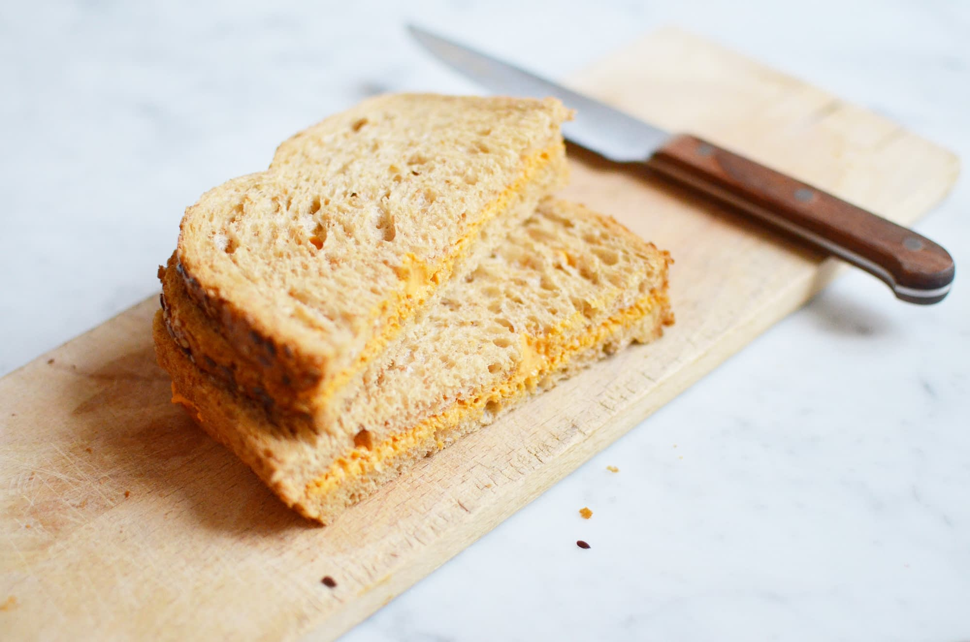 Sandwich with roasted red pepper hummus