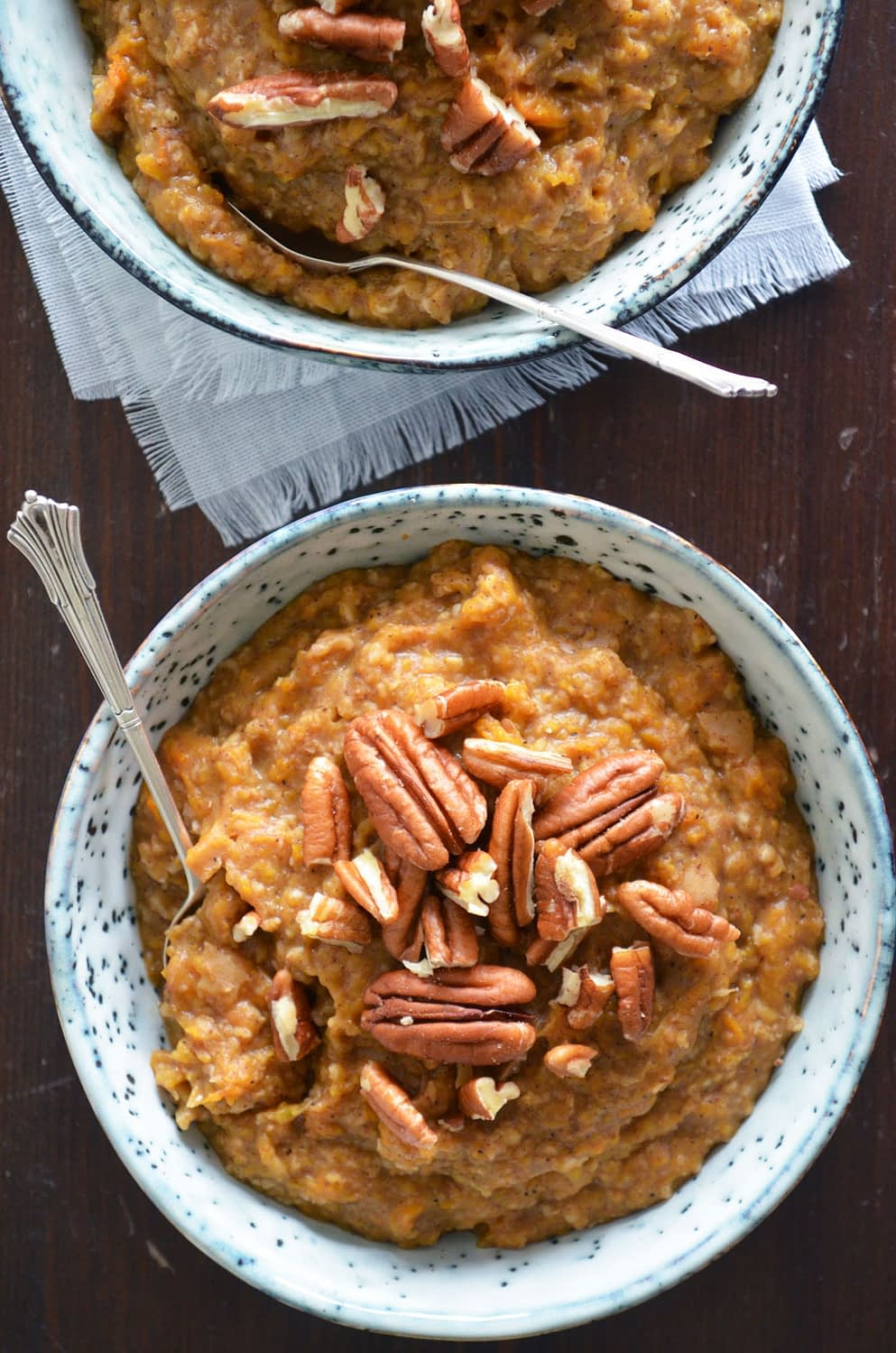 A recipe for Pumpkin Pie Oatmeal. A delicious breakfast with hints of vanilla, ginger, cinnamon and nutmeg. Who said you couldn't have pie for breakfast?! | by That Healthy Kitchen
