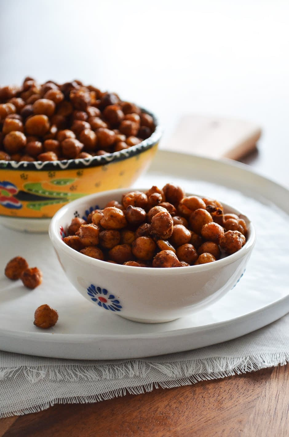 A recipe for Smokey Roasted Chickpeas. Perfectly crunchy and lightly flavored with pimentón (smoked paprika powder), garlic, black pepper and salt. Recipe by That Healthy Kitchen