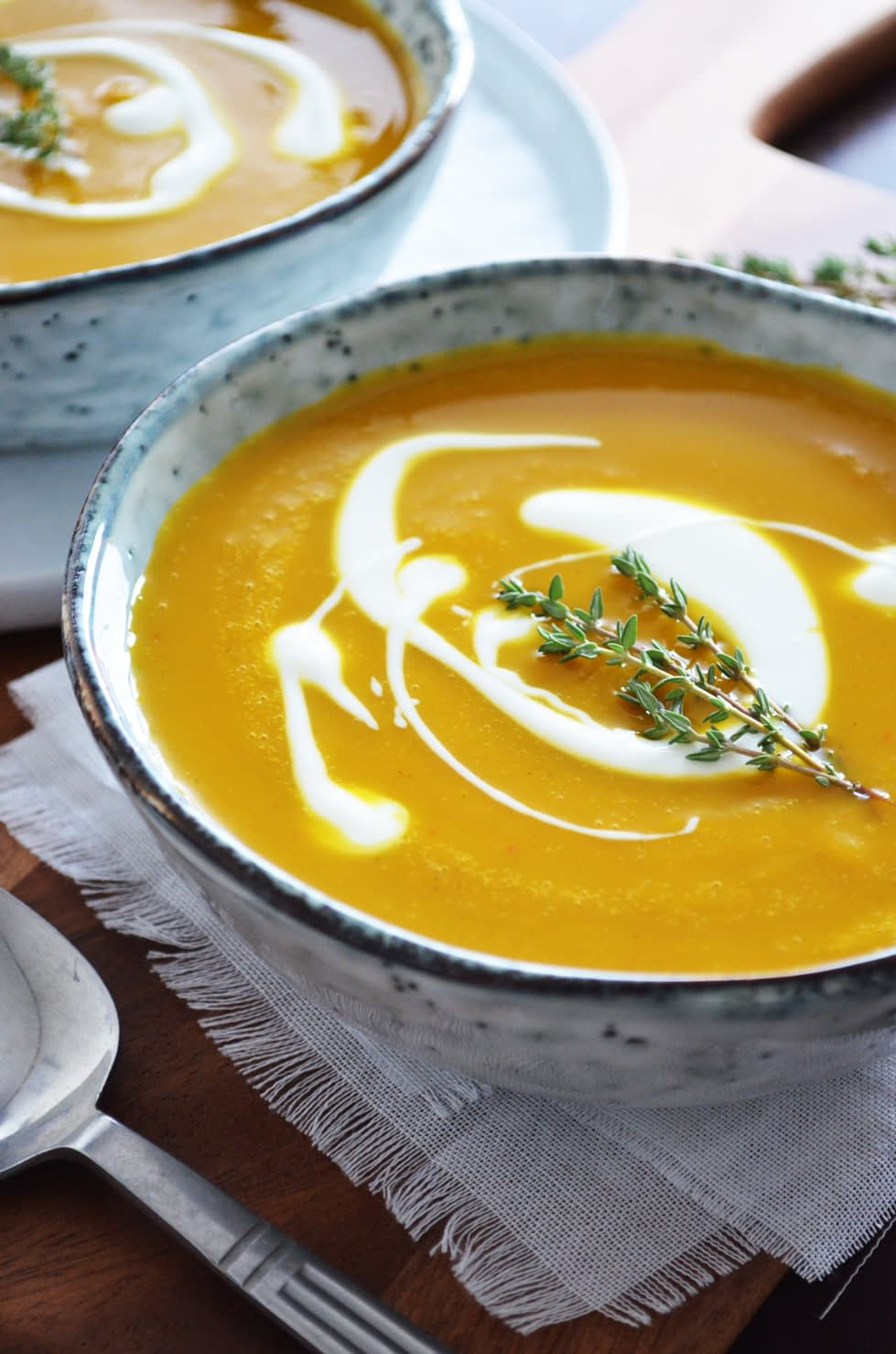 A recipe for Pumpkin Soup with Harissa and Orange. This soup is great to enjoy as lunch or as a light post-holiday dinner. The spicy Harissa paste and the orange juice and zest give the soup a North-African/Middle Eastern vibe. Recipe by That Healthy Kitchen